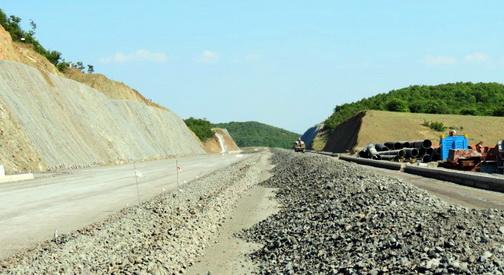 Сопрена изградбата на двата кинески автопати   новата влада пронајде низа на пропусти