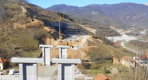 Работниците на штрајк  владата потврди дека е промашена трасата на автопатот Кичево   Охрид